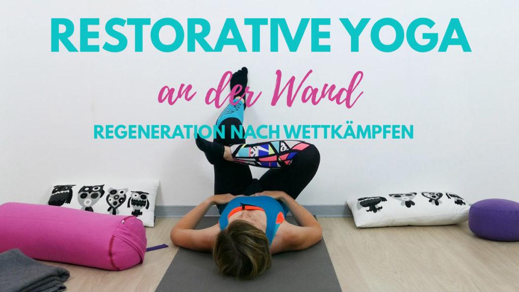Restorative Yoga an der Wand
